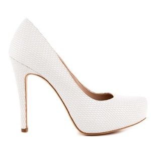 ⬇️$90 BCBG White Parade Snakeskin Textured Heel 9